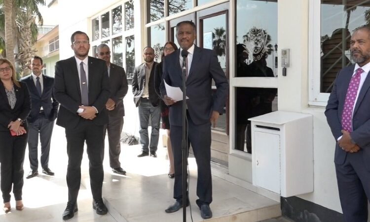 Vice-Presidente Howell ta suspende reunion pa carta di Prome Minister
