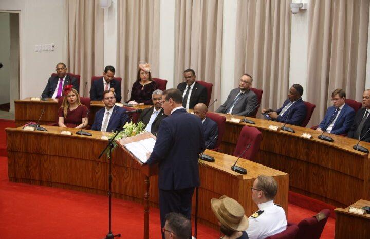 Gobernador a presenta un plan bashi di maneho di Gobierno