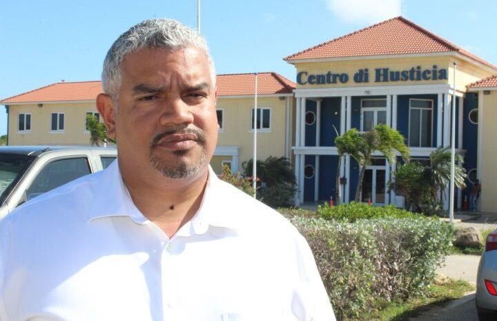Robert Candelaria: Hunto nos por percura pa un miho rumbo pa Aruba