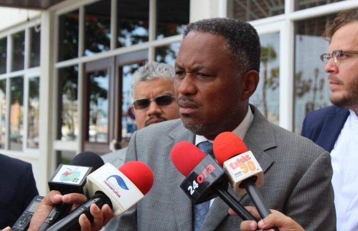 Minister Lampe mester ta honesto y acepta su fracaso cu su maneho