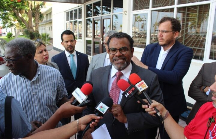 Minister Flip Flop Lampe tin cu bay pa elimina preocupacion grandi den enseñansa