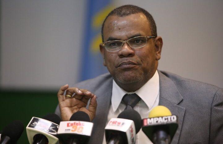 Pueblo castiga cu medida pa Evelyne tene Minister Otmar Oduber contento