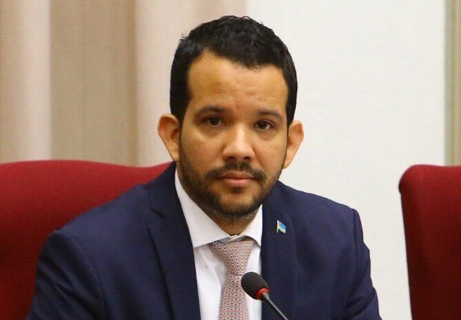 Minister Glenbert Croes mester presenta cada kwartaal na Parlamento