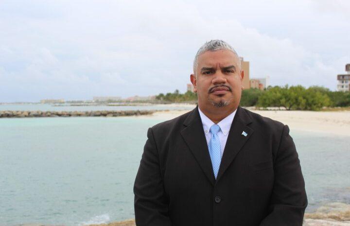 Ta inaceptabel cu dos minister ta dispuesto na importa trahado pa reconstruccion y renobacion di un hotel na Aruba
