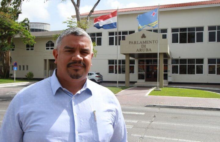Prome Minister mester aclaria su relacion cu sospechoso di labamento di placa